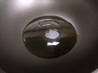 蚝油胡萝卜青椒香干炒肉丝,起油锅