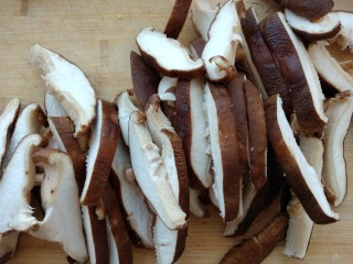 炸香菇,切长条