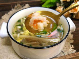 三鲜菌菇汤,非常鲜的菌菇汤就做好了。