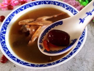 红枣枸杞乳鸽汤