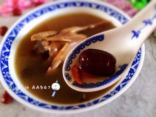 红枣枸杞乳鸽汤,美美的喝汤吧