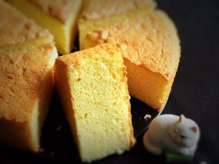 戚风蛋糕-黄油版,切开就可以品尝了,早餐、点心都是不错的选择。