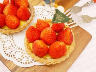 卡士达草莓塔,用小V完成的酥脆塔皮真的很好吃,新鲜草莓与香浓卡士达每一口都吃得好甜蜜