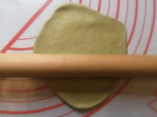 爆浆抹茶冰心面包,排出空气