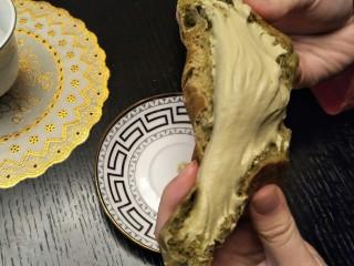 爆浆抹茶冰心面包,奶油超级多哒,吃起来超级开心!