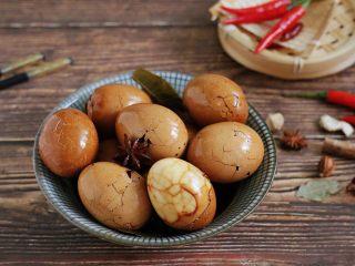红糖茶叶蛋,一颗完美的茶叶蛋,要有蛋的Q弹,调味料的鲜香,精致的花纹,以及一缕淡淡的茶香味!