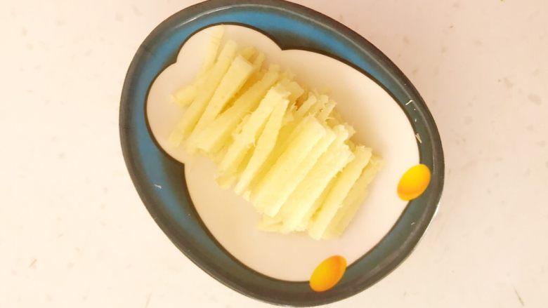超级下饭菜  油焖尖椒,把鲜姜切成丝