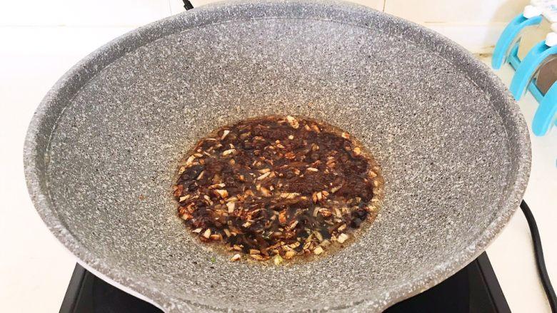 超级下饭菜  油焖尖椒,翻炒均匀