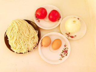 零失败的家常番茄鸡蛋面,准备食材:切面,番茄,<a style='color:red;display:inline-block;' href='/shicai/ 9/'>鸡蛋</a>,圆葱