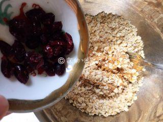 燕麦花生酱小小酥,蔓越莓干。