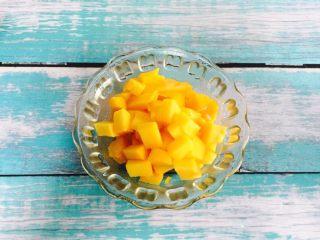 爆浆芒果酸奶吐司,芒果肉切小粒
