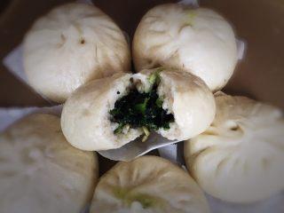 上海菜馒头,掰开品尝,早餐吃两个肯定美美的。