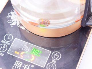 桂圆红枣茶,盖上盖子,启动花茶功能,坐等程序结束即可