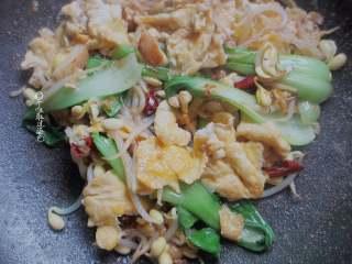 鸡蛋青菜素面,加入少许耗油、盐,少许香油调味