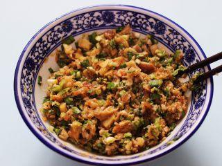 蘑菇韭菜饺子,把所有的食材搅拌均匀即可。