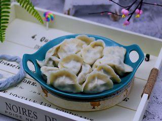 蘑菇韭菜饺子,蘑菇的鲜美,搭配上韭菜的香味,真的是绝配。