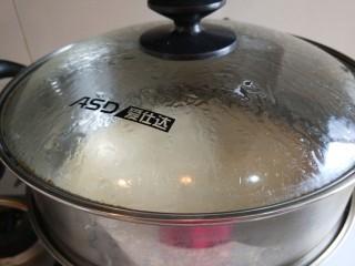 #二月二的习俗#春饼,锅中铺上屉布,放入饼皮蒸5分钟即可关火。