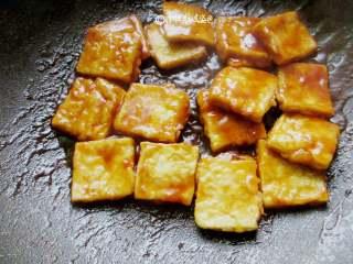多福豆腐,收汁完成及即可关火
