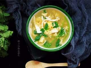 豆腐丝鸡蛋汤,食材朴素、做法简单、用料单一,而成品却掩盖不住豆腐的鲜味