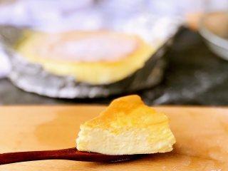 舒芙蕾芝士蛋糕,切开一块儿尝尝,味道好极了!