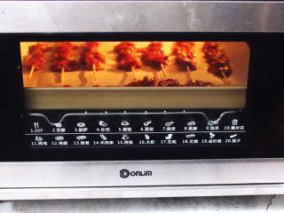 香辣孜然鸡胗串,东菱烤箱上下管170度烤制20分钟左右即可(具体情况可根据自己家的烤箱脾气而定)