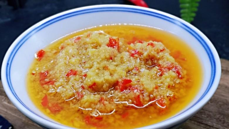 自制蒜蓉辣酱,近看,还可以用它做火锅蘸酱料。
