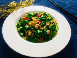 韭菜炒花蛤肉,成品图