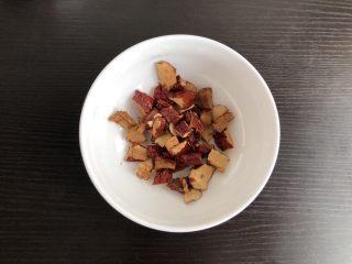 凉薯花生露,红枣浸泡后切碎