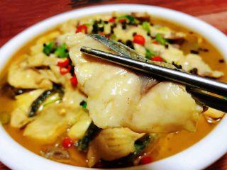 酸菜鱼片汤,鱼片肉质细腻鲜嫩入口即化唇齿留香回味无穷