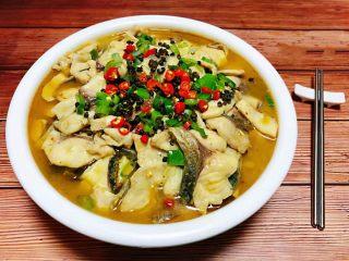 酸菜鱼片汤,美味的酸菜鱼片汤就大功告成啦