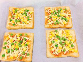 快手吐司披萨,再加入玉米粒,青豆