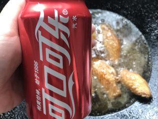 鸡翅意面,倒入半罐可乐。
