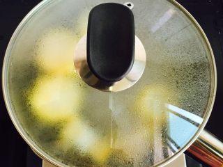 低脂菌菇汤,盖上锅盖大火煮八分钟