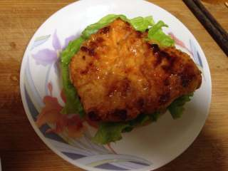 泡菜鸡肉汉堡包, 放上一块煎好的鸡肉