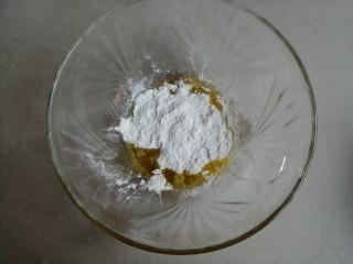 香草舒芙蕾,黄油融化成液体,面粉倒入