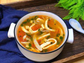 番茄豆腐菌菇汤,超好喝的番茄菌菇汤就做好了。
