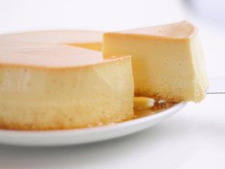 焦糖布丁轻乳酪蛋糕,甜甜的的焦糖布丁配上微酸的乳酪蛋糕,顺滑+绵密两种口感互相冲击,灰常好次!!