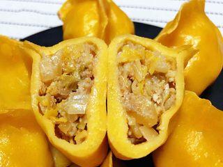 玉米面酸菜蒸包,酸菜猪肉馅搭配玉米面面皮入口香浓可口回味无穷