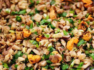蘑菇海虹麦穗包,把所有的食材都搅拌均匀即可。