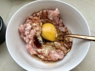 点翠清汤白玉丸➕木耳冬瓜丸子汤,打入一颗鸡蛋