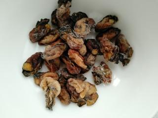 牡蛎鱿鱼粥,准备牡蛎干