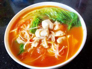番茄金针菇豆腐汤,14.一道美味减脂的番茄金针菇豆腐汤就做好了