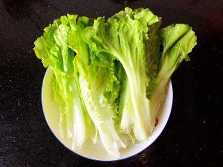 番茄金针菇豆腐汤,8.生菜洗净备用