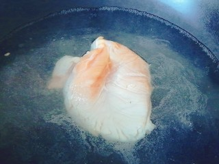 鸡脯肉炒黄花菜,鸡脯肉焯水备用
