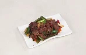 回锅羊肉片,出锅盛出装盘即可。