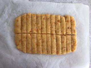 网红咸蛋黄饼干,然后竖着切成长条