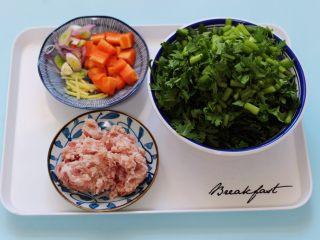 茼蒿肉末营养羹,所有的食材都备齐后。