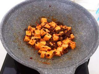 最正宗的麻婆豆腐,翻炒均匀