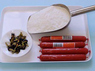 蝶豆花火腿肠花卷,首先备齐所有的食材。