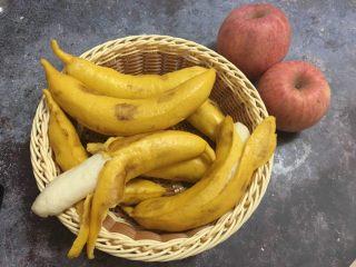 香蕉馒头,放蒸锅大火烧开,上汽后10分钟关火焖3分钟出锅